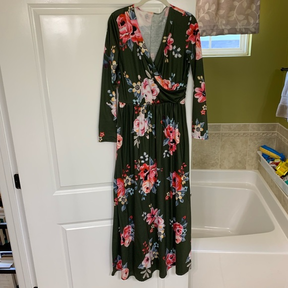 Dresses & Skirts - 3/4 sleeve floral maxi dress